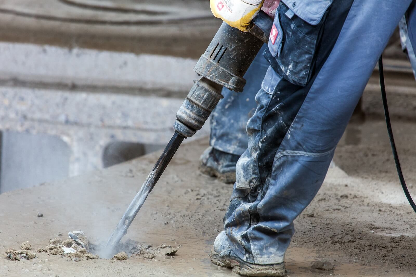 Kreuzberger & Spengler beim Betonrückbau